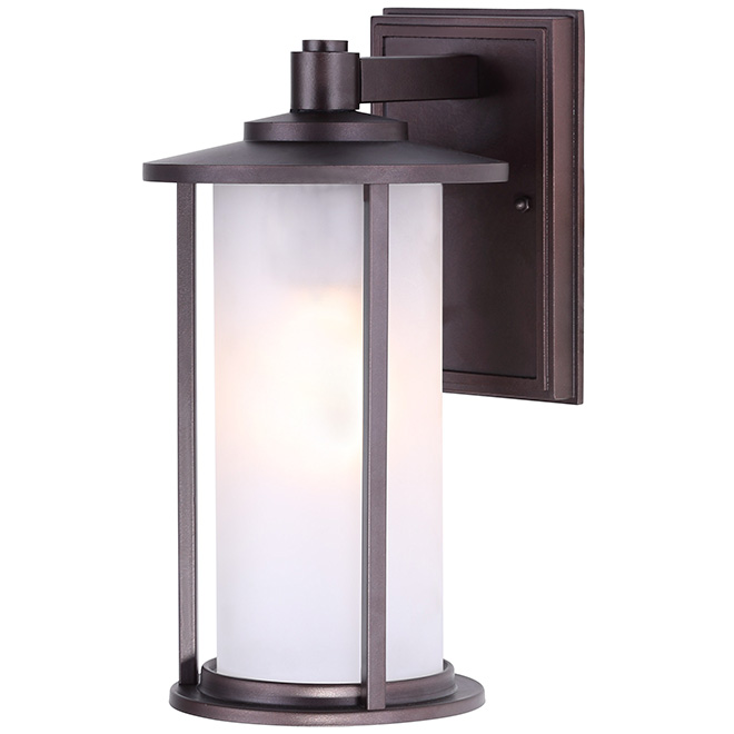 Lantern trenton outdoor wallmount lantern rona for Lumiere exterieur electrique