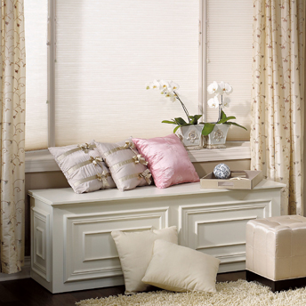 Storage chest-bench with decorative moulding made of MDF