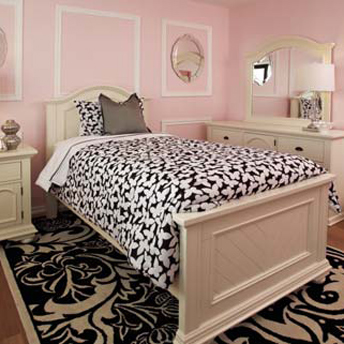 Pink is always a hot colour in teenager's girl bedroom.