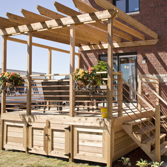 Build a one level deck 1 rona for Modele maison toiture terrasse