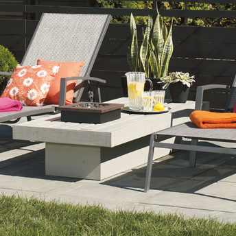 fabriquer une table basse pour le patio 1 rona. Black Bedroom Furniture Sets. Home Design Ideas