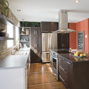 Modern kitchen: warm-hued, multi-textured and center island