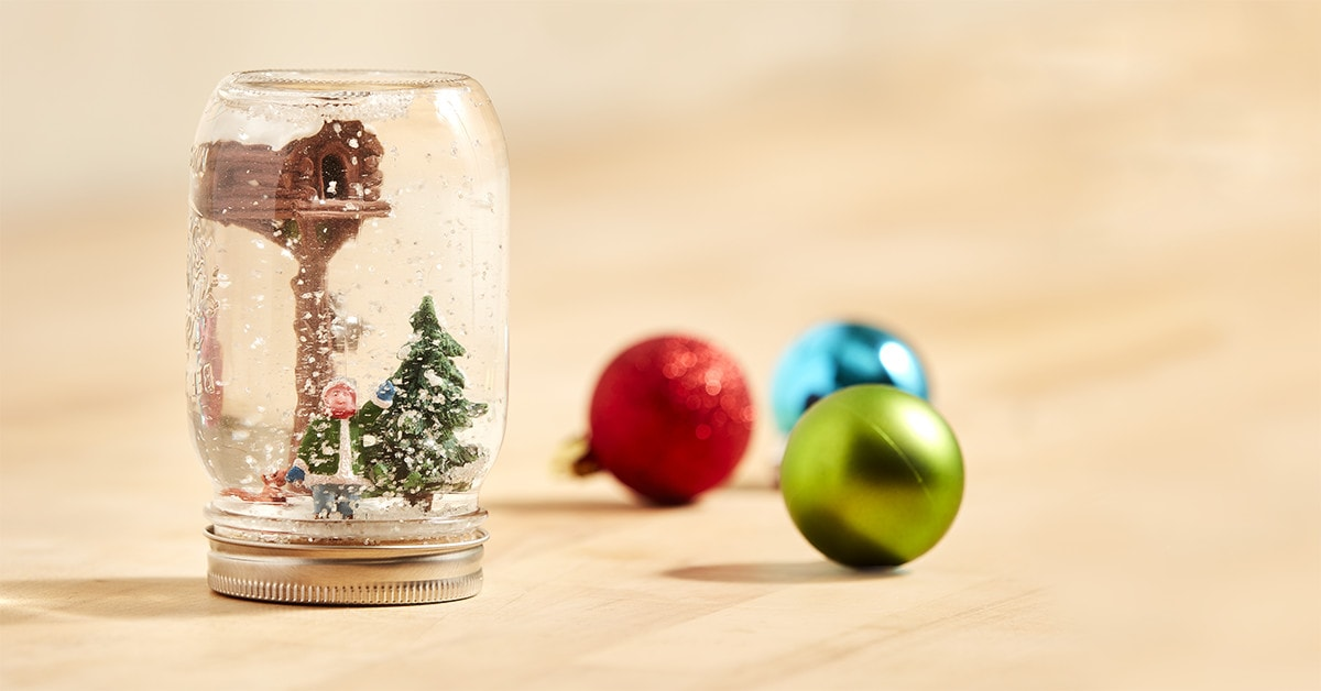 How to make a Christmas snow globe in only 5 steps
