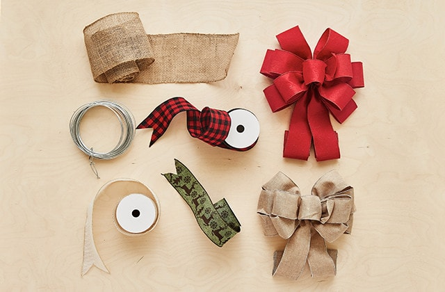 How To Tie A Christmas Bow.How To Create A Christmas Ribbon Wreath For An Exterior Door