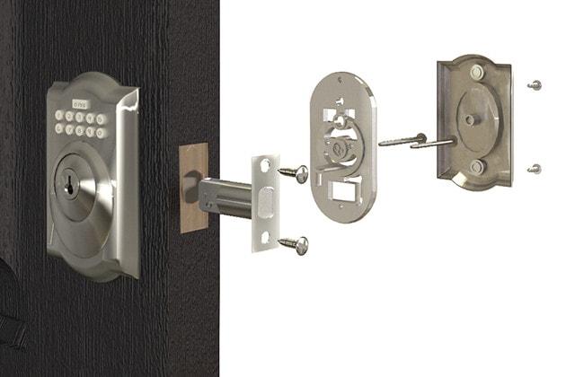 installer une poign e ou une serrure de porte ext rieure soi m me. Black Bedroom Furniture Sets. Home Design Ideas