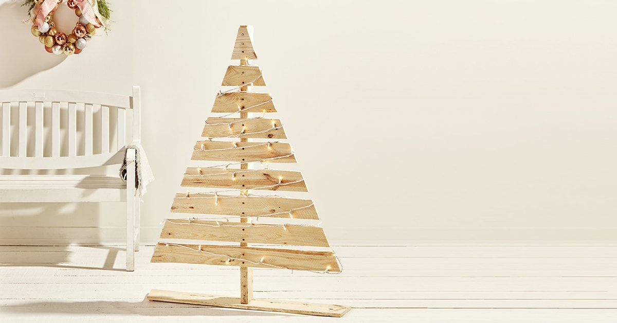 How to build a Christmas tree with a wood pallet
