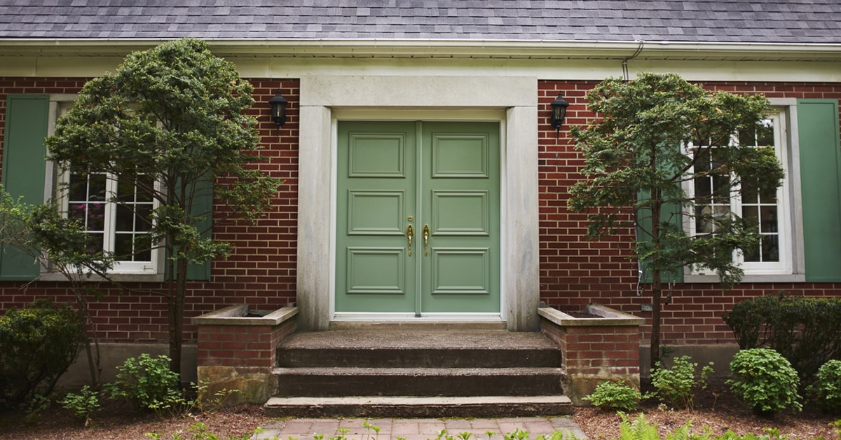 Exterior doors: types and materials