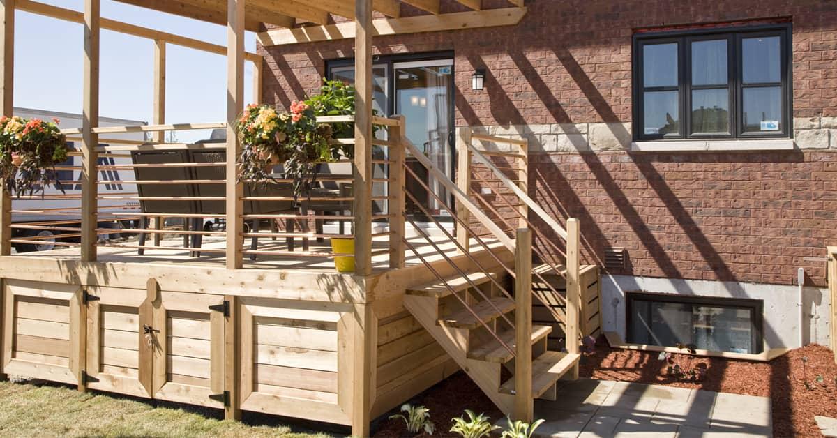 Building a deck where to start rona for Recouvrement de patio en bois