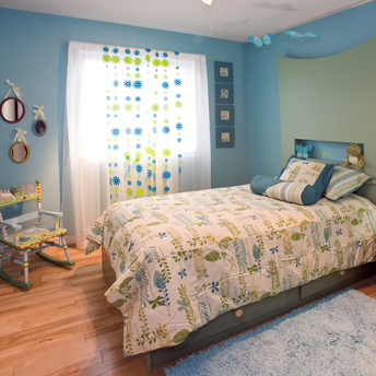 A simple room with interesting accessories is sufficient for older children.