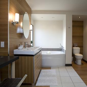 salle de bain moderne comprenant une grande vanit et bain - Faux Plafond Salle De Bain Moderne