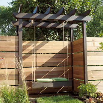 construire un banc suspendu pergola en c dre plans de construction rona. Black Bedroom Furniture Sets. Home Design Ideas