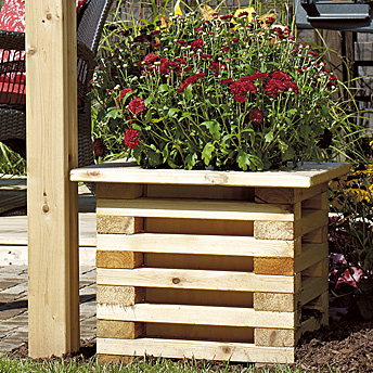 Make a unique flower box construction plans rona for Plan pour patio exterieur