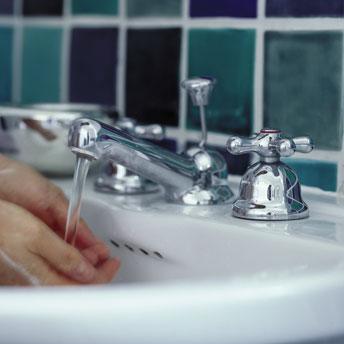 installer un robinet sur un lavabo 1 rona. Black Bedroom Furniture Sets. Home Design Ideas